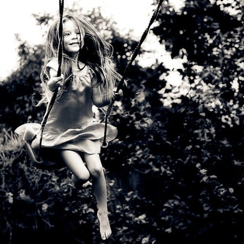 black,and,white,fashion,little,girl,photography,swinging,cute,and,fun-748e1fe11ff581ab34d63887f907695e_h_large