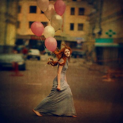 the-girl-with-balloons-anka-zhuravleva